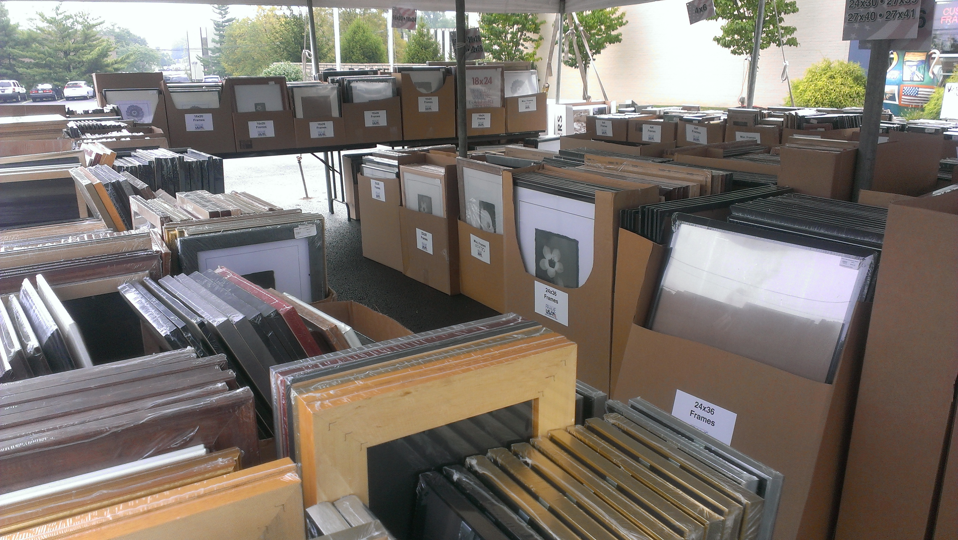 When we say thousands of frames, we mean it! (There's even more great Closeouts in our Warehouse!)