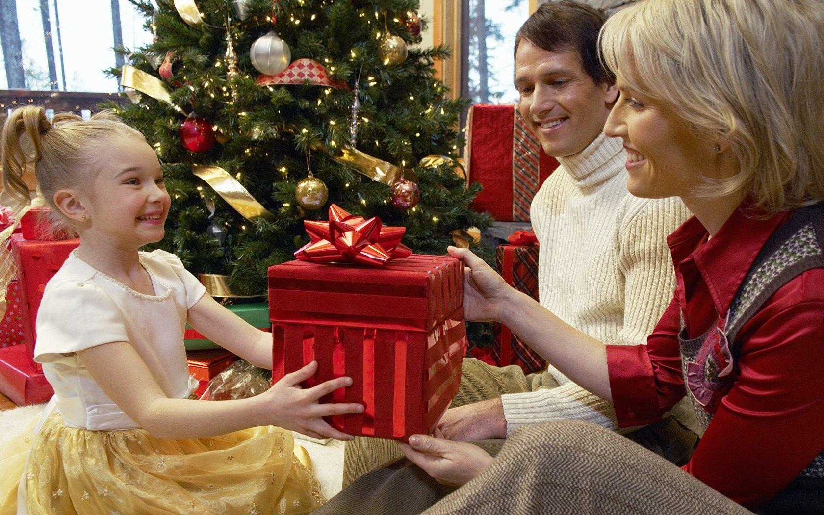 Family Christmas Gift Exchange - Frame USA\'s Blog