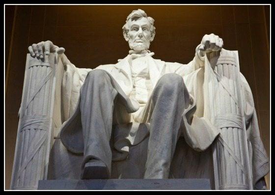 Lincoln-Memorial-Statue-Symbols